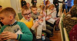 Dzieci z Grodzieńszczyzny wyjechały z Białegostoku z paczkami
