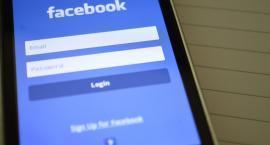 Cyberbullying to problem. Polska firma chce pomóc Facebookowi