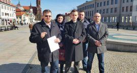 61 tys. złotych wyrzuconych w błoto wraca do białostoczan