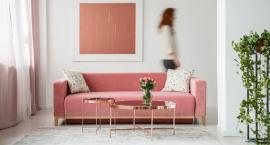 Mieszkanie ze złotymi elementami może wyglądać na eleganckie