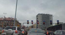 Sekundników na skrzyżowaniach nie ma i raczej nie będzie