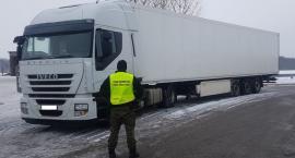 Ciągnik był schowany w naczepie ciężarówki
