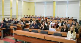 Młodzież obradowała w sali Sejmiku Województwa