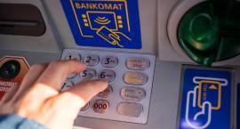 Podlascy emeryci wybierają przelewy na rachunki bankowe