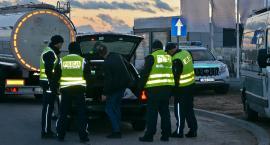 Policjanci z celnikami i pogranicznikami kontrolowali samochody i kierowców