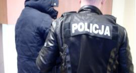 Policjanci zatrzymali oszusta, który od stycznia wyłudzał kody płatnicze