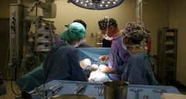 Młoda kobieta w ciąży, chora na raka jajników, przeszła operację i urodzi dziecko