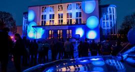 Budynki użyteczności publicznej zaświecą się na niebiesko dla osób dotkniętych autyzmem