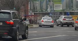 Seniorzy pojeżdżą za darmo taksówkami po mieście? Prezydent nie mówi – nie!