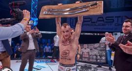 Szabla mistrza została w Łomży. Patryk Surdyn załatwił to w mniej niż minutę