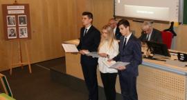Wspomnienie o ofiarach katastrofy smoleńskiej w uniwersyteckiej bibliotece