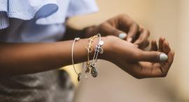 Biżuteria z przesłaniem. Sprawdź, dlaczego warto zainwestować w eleganckie charmsy