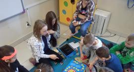 Uczniowie w roli nauczycieli. Dzień naukowy w białostockiej podstawówce