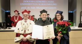 Tytuł doktora honoris causa uroczyście nadany prof. Marianowi Gorynia