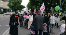 OMZRiK znów pomawia – tym razem rodziny z dziećmi okazały się być faszystami i rasistami