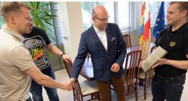 Marszałek województwa otrzymał podziękowania od kibiców