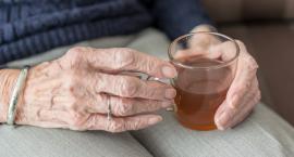 Jeśli potrzebujesz pomocy w opiece nad starszą osobą, poproś o nią. Nie wstydź się