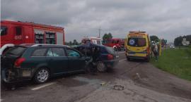 Przed wjazdem do Augustowa zderzyły się trzy auta. Kierowcy trafili do szpitala