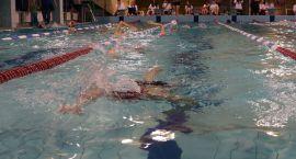 BOSiR zapisuje na naukę pływania. Przygotuj telefon i uzbrój się w cierpliwość