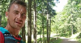 Biegacz z Łap biegnie w charytatywnym biegu. Chce pomóc małej Lence