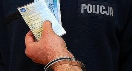 Kwotą 100 złotych mężczyzna chciał przekupić policjantów