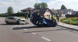 Kierowcy i dwóch pasażerów trafiło do szpitala. Droga do Moniek była zablokowana przez kilka godzin