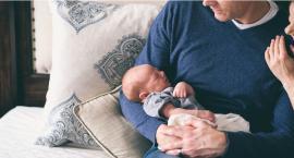Ojcowie mogą skorzystać z trzech typów urlopów, by opiekować się dziećmi