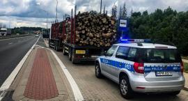 Nie miał uprawnień i przewoził drzewo pojazdem bez badań