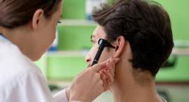 Skąd się bierze niedosłuch? Z hałasu? Z uwarunkowań genetycznych?