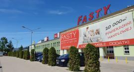 W centrum handlowym w Fastach pojawiły się nowe sklepy
