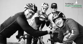 Zawodami triathlonowymi w służbie potrzebującym