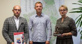 Karol Dziedziul po objechaniu Polski dojechał do urzędu marszałkowskiego