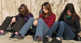 Bluzgi w szkole. Dziewczęta słyszą inne, chłopcy inne