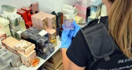 Podróbki perfum zostały przechwycone przez celników