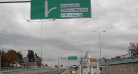 Mieszkańcy prosili, więc są montowane drogowskazy na Trasie Niepodległości