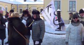 Komitet Obrony Demokracji znów protestował. Tłumów nie było