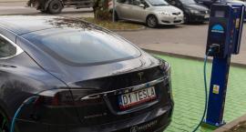 Pod urzędem marszałkowskim stanęła pierwsza samorządowa ładowarka aut elektrycznych