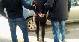 Dwie kobiety aresztowane za nielegalne posiadanie broni oraz narkotyki