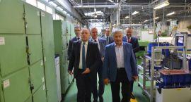 Szef MSZ z wizytą u producenta implantów