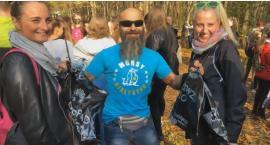 Mieszkańcy poszli na spacer i posprzątali las