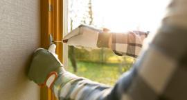 Zanim spadną śniegi i ściśnie mróz sprawdź szczelność okien i drzwi