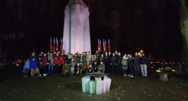 Na grobach polskich bohaterów zapłonęły biało-czerwone znicze