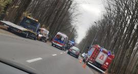 Kierowca trafił do szpitala po tym jak uderzył w drzewo