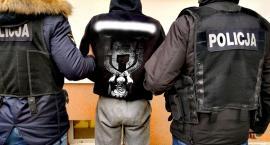 Policjanci aresztowali kilku poszukiwanych. Wszyscy byli w tym samym miejscu
