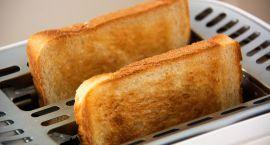 Przepis na francuskie tosty herbaciane z sosem porzeczkowym