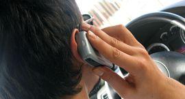 Rozmowa przez telefon w czasie jazdy to czterokrotnie wyższe ryzyko wypadku!