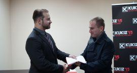 Andruszkiewicz przekazał 100 flag Polakom z Wilna