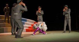 Momo w nierównym starciu (Foto)