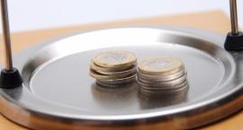 Wzrosła pensja minimalna i komornicy wezmą mniej