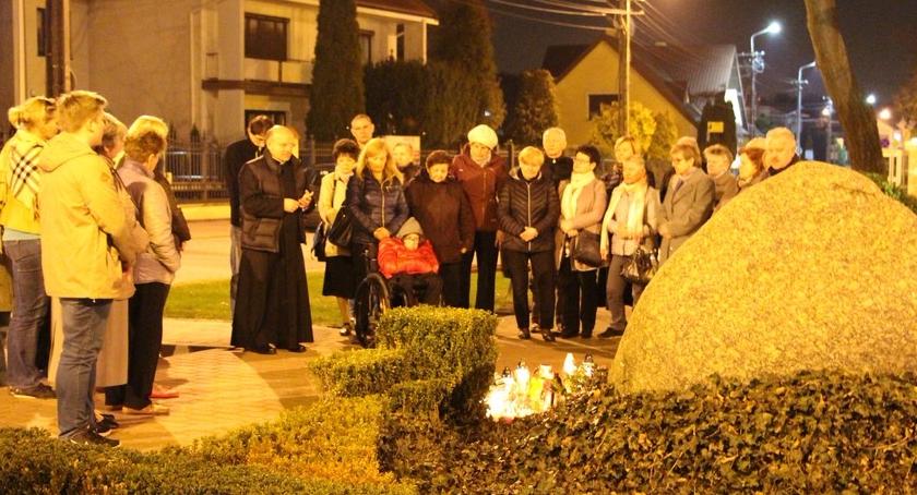 cmentarze, ROCZNICĘ ŚMIERCI PAPIEŻA POLAKA - zdjęcie, fotografia